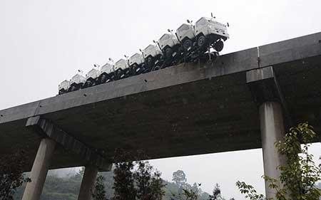 عکسهای جالب,تصاویر دیدنی, سقوط کامیون