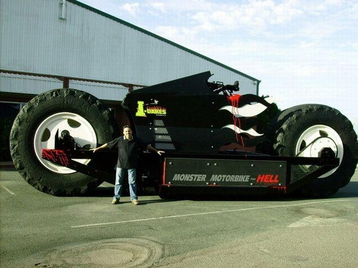 بزرگ ترین موتورسیکلت جهان به اندازه یک اتوبوس!! + عکس