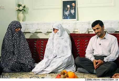 احمدینژاد سبد کالا میگیرد! + عکس - باورتان می شود!!!!